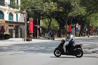 Học sinh không đội mũ bảo hiểm khi tham gia giao thông
